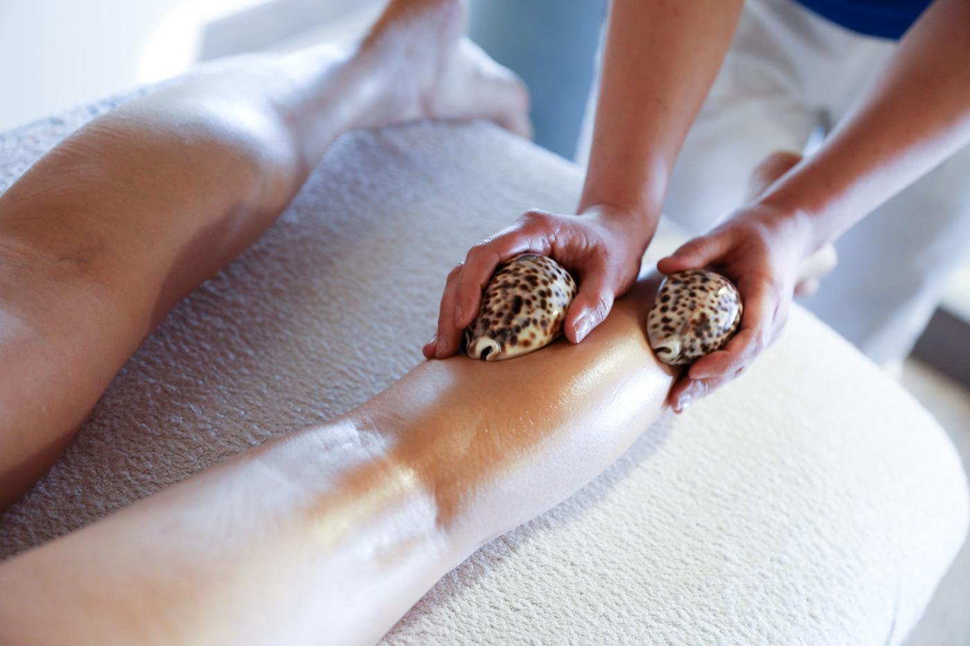 Risultati immagini per massaggio con le conchiglie